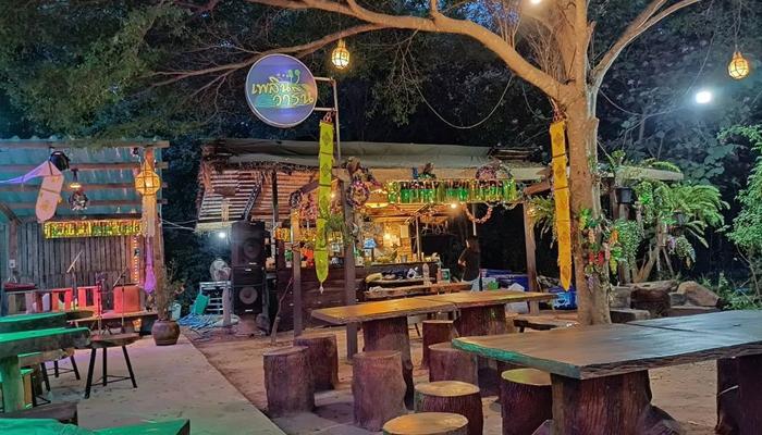 เพลินวาริน ร้านอาหารกึ่งบาร์ ณ เมืองโอ่งราชบุรี