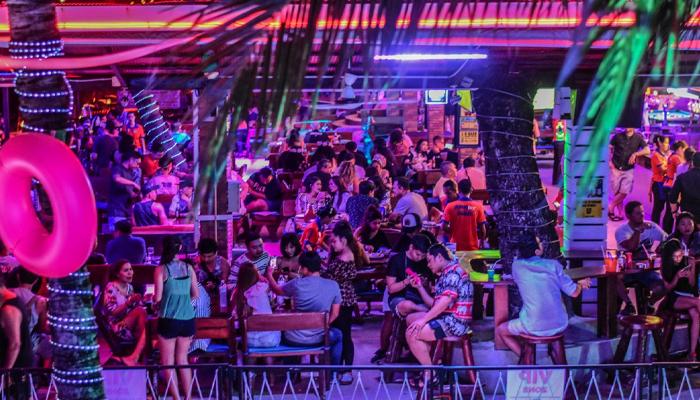 ARK Bar Beach บาร์เหล้าปาร์ตี้ริมชายหาดที่เกาะสมุย