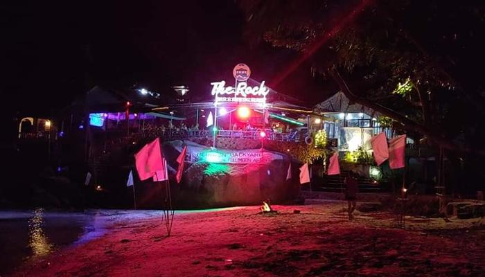 The Rock Bar บาร์ปาร์ตี้สุดมันส์บนเกาะพะงัน awaygpub