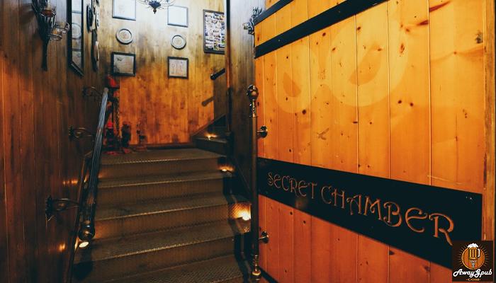 Secret Chamber บาร์ลึกลับที่ห้องใต้หลังคาดูอบอุ่นสไตล์อังกฤษ awaygpub